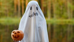 Pizza Hut parent gets one last 'boo' out of Halloween week